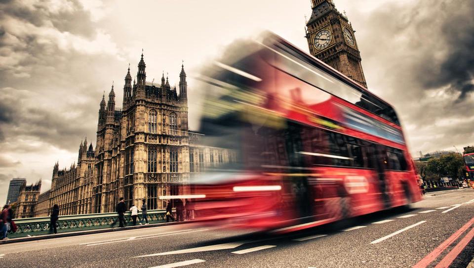 V Londonu začela veljati dajatev za okolju bolj škodljiva vozila