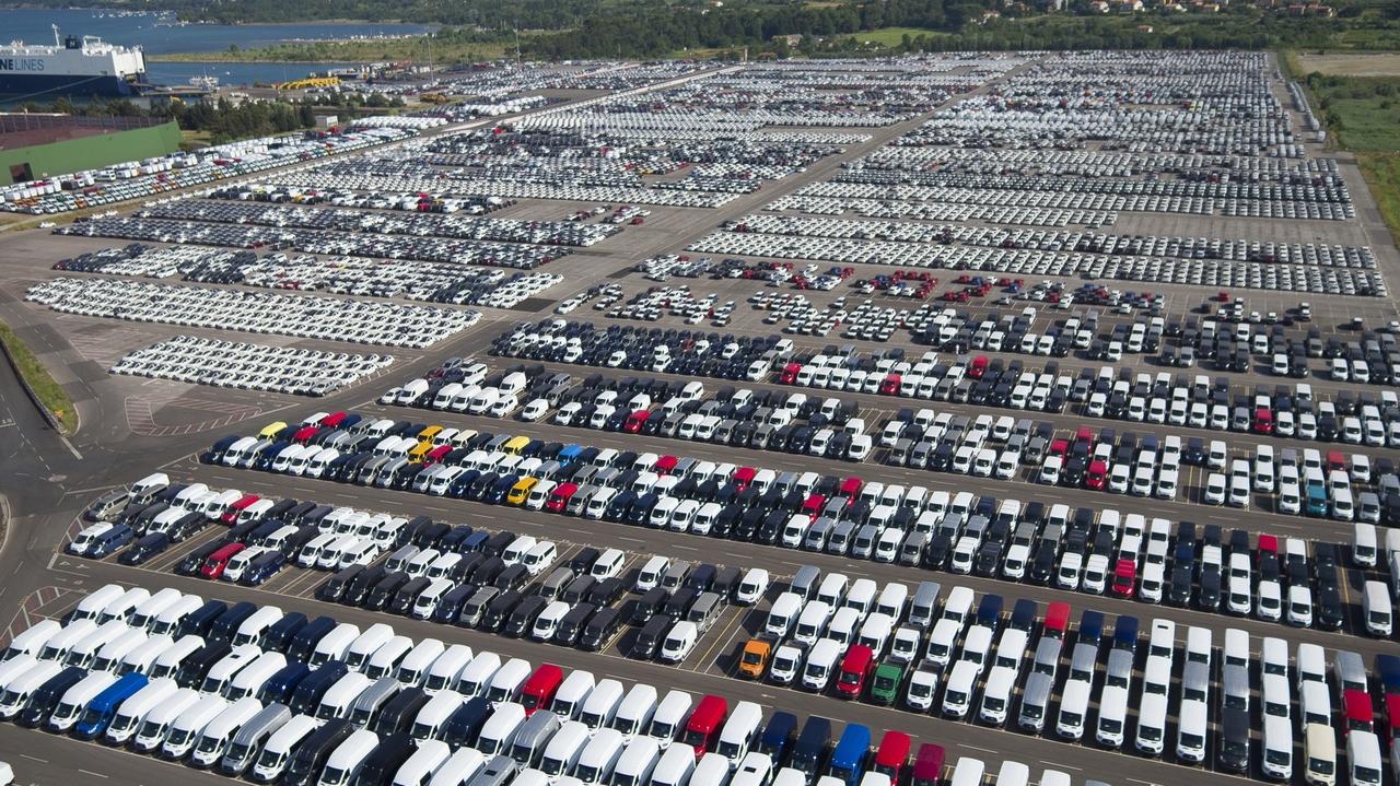 Evropski trg avtomobilov izgublja sapo, slovenski s polno paro