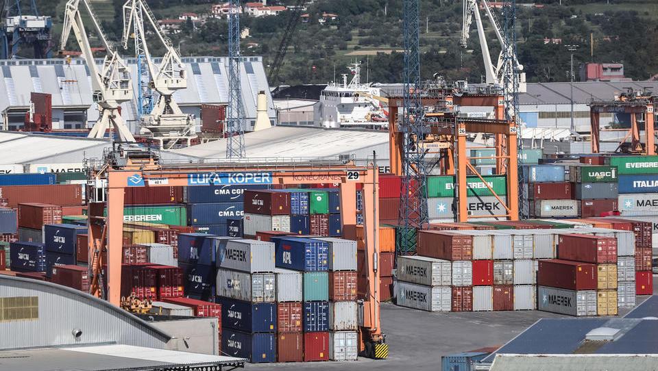 Kuehne + Nagel je del kontejnerjev iz Kopra preusmeril na Reko