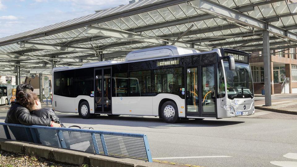 Pri LPP so naročili prvih 17 hibridnih avtobusov, ti bodo nekoliko...