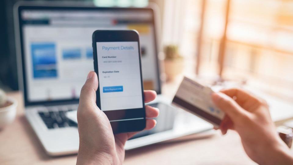 Uporabnikov digitalnih bančnih storitev bo letos prvič več kot...