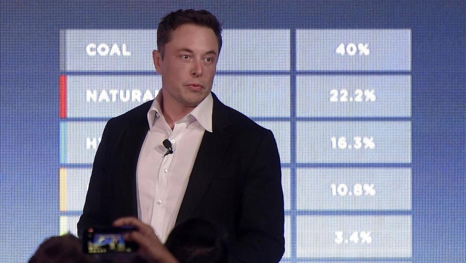 Elon Musk mrzlično išče vlagatelje, za vrat mu diha SEC