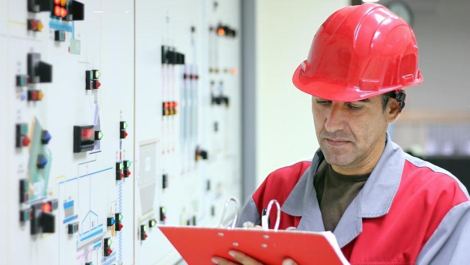 Kje v energetiki najbolje plačujejo svoje zaposlene