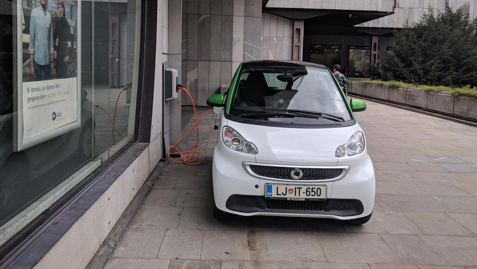 E-mobilnost: že po sto metrih vožnje se argumenti spremenijo