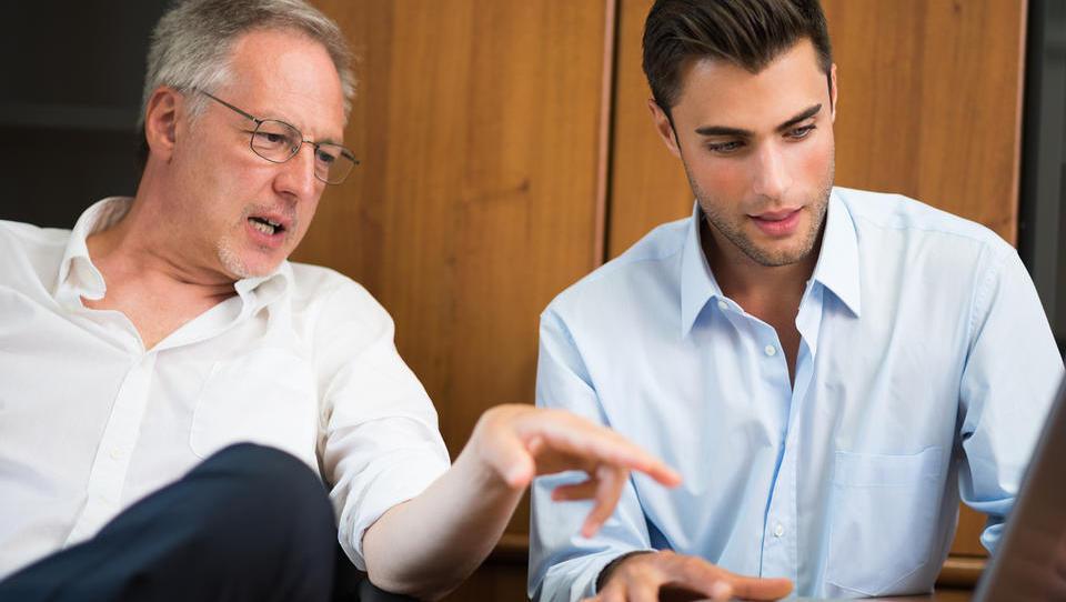 Kateri so ključni vidiki prenosa družinskega podjetja na naslednike?
