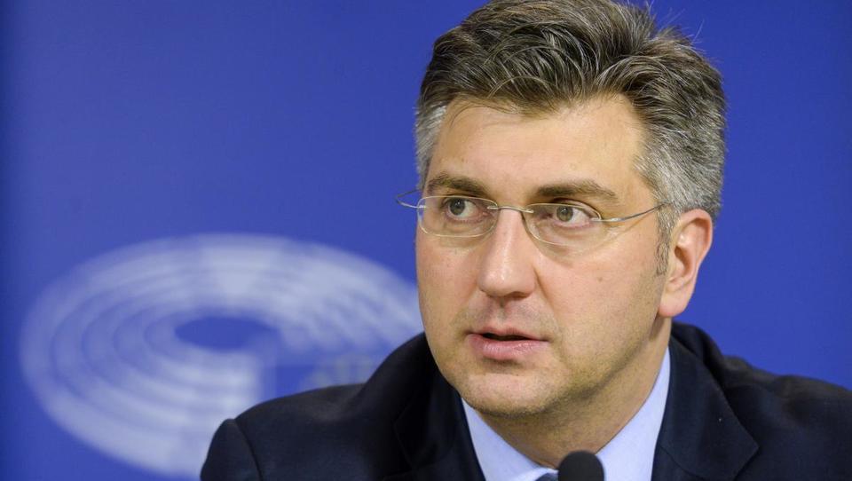 Hrvaškisabor potrdil desnosredinsko vlado z 20 ministri