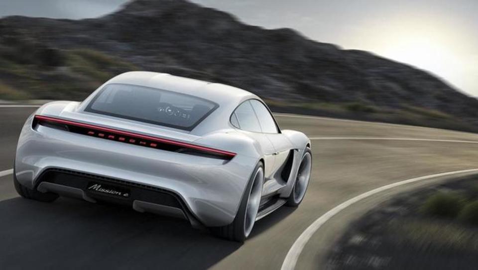 Kako je Porsche z električnimi modeli izzval Teslo