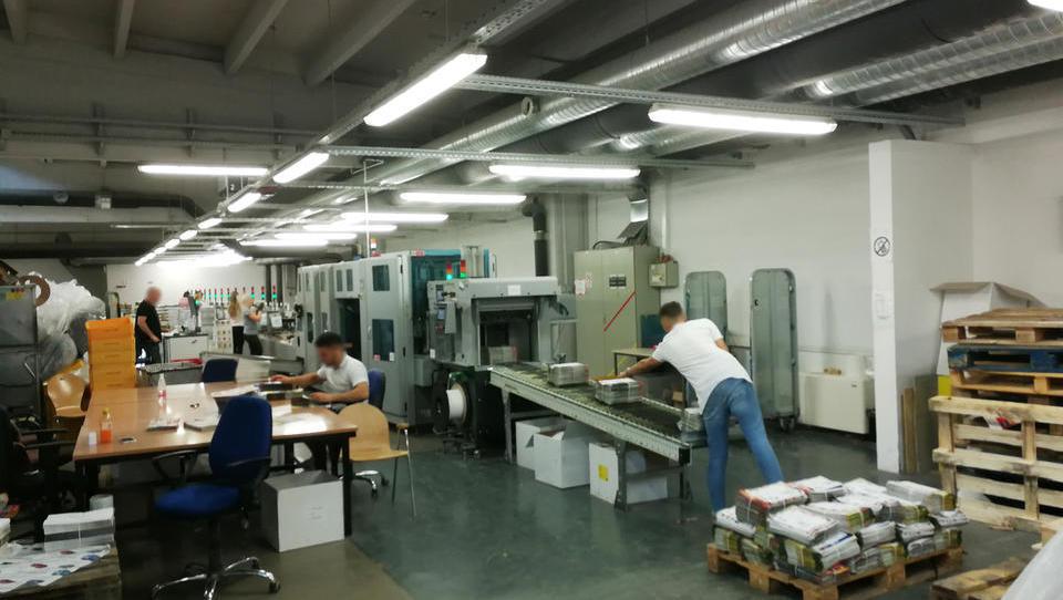 Za Pošto Slovenije bo letos začel delati Yaskawin robot