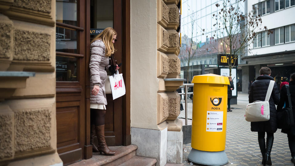 Bo Pošta še zaračunavala provizijo za plačevanje položnic? Pridite z gotovino ...