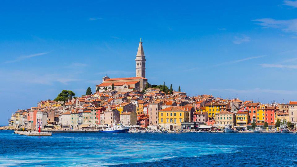To so apartmaji in hiše, ki bodo naprodaj na hrvaški obali