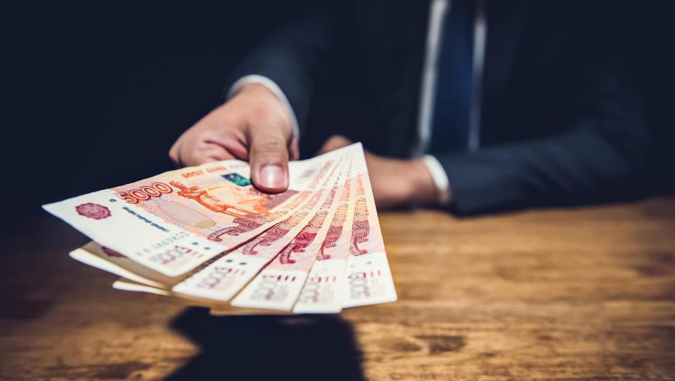 Rusija na veliko prodaja ameriške obveznice in kupuje zlato