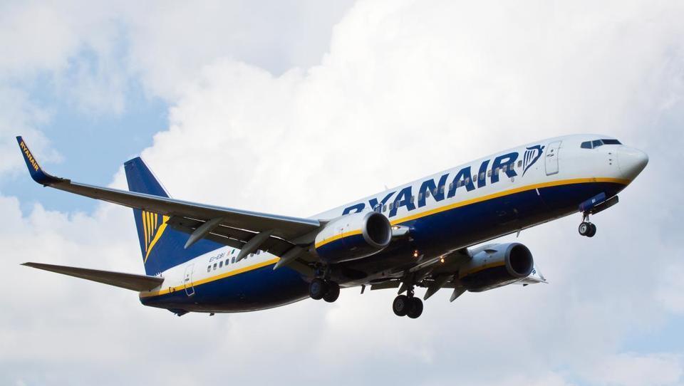 Ryanair z novembrom dodatno omejuje vnos ročne prtljage na letala