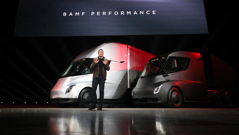 Elon Musk razkril e-tovornjak, naši kamionarji pa so hladni kot...