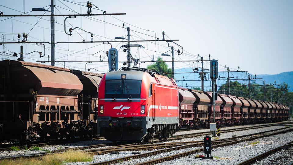 Podaljšek: kupci za SŽ-Tovorni promet lahko pripravijo ponudbe do 29. janarja