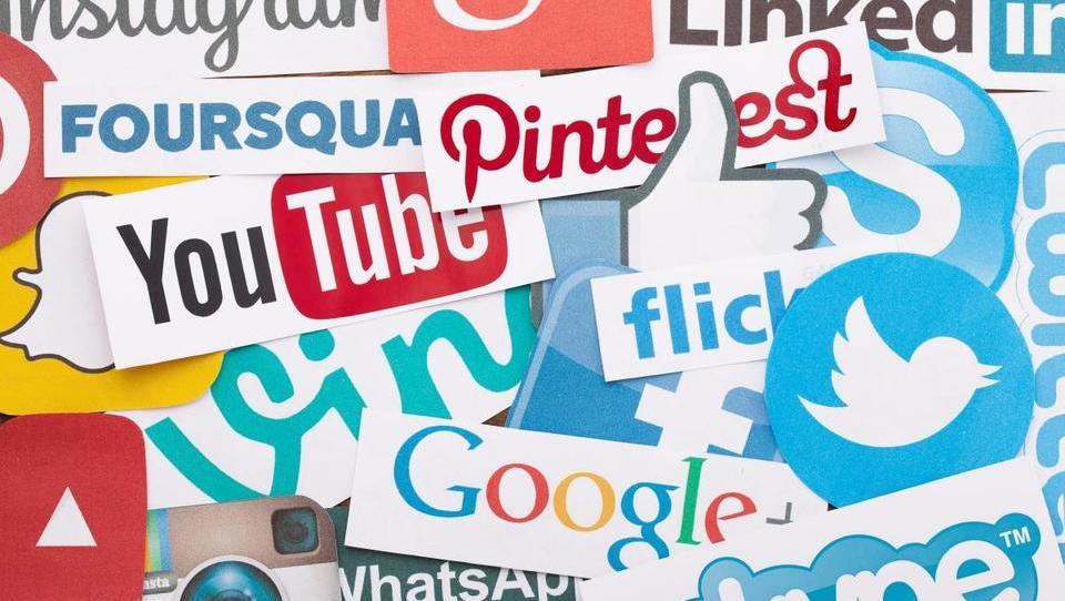 8 trendov v družabnih medijih, ki jih morajo poznati podjetja