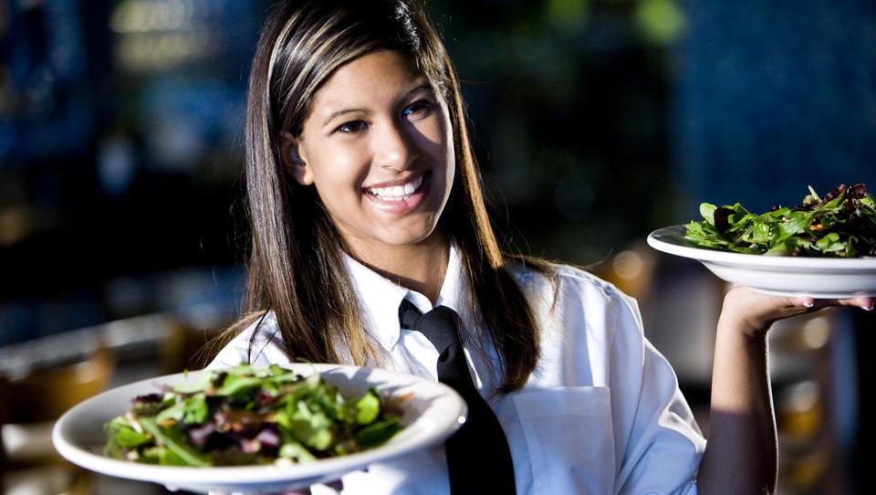 S priročnikom do večjega deleža ekoloških živil v gastronomiji