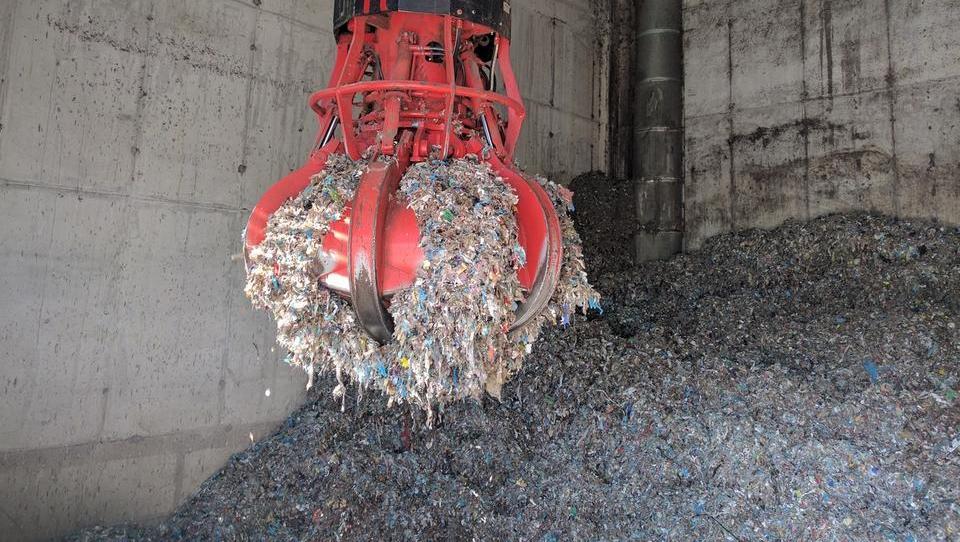 (video) Kako do cenejšega ogrevanja? Z izrabo odpadkov!