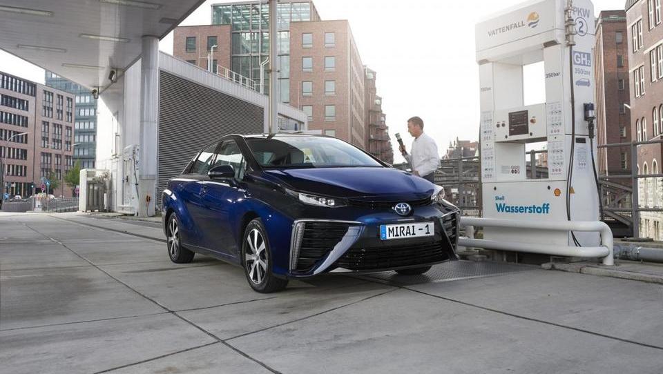 Kako bo Toyota podeseterila prodajo vodikovih avtov