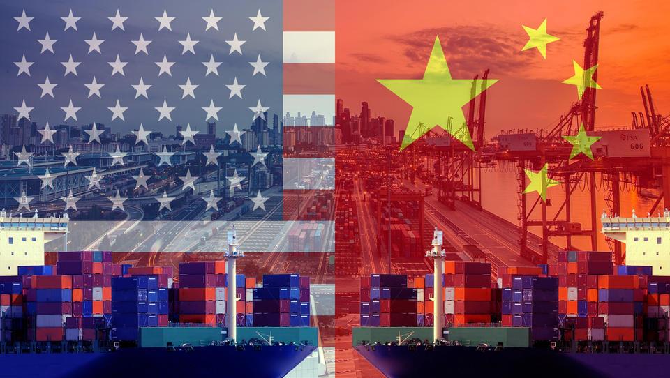 Ameriško-kitajska trgovinska vojna pretresa celoten trg IKT