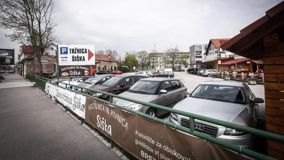 Na dražbo gre tržnica v Šiški. Bo na njej zrasel hotel ali stanovanjska stolpnica?