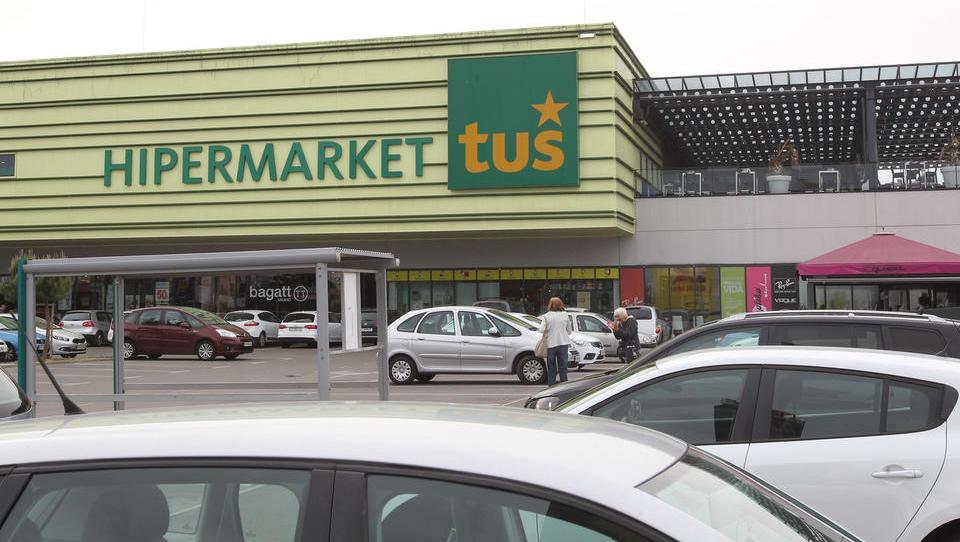 Dnevnik: Brez Abanke paketne prodaje terjatev do Tuša ne bo