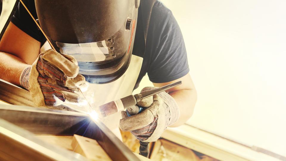 Novembrsko stanje v evrski industriji – rast ostaja, je pa počasnejša