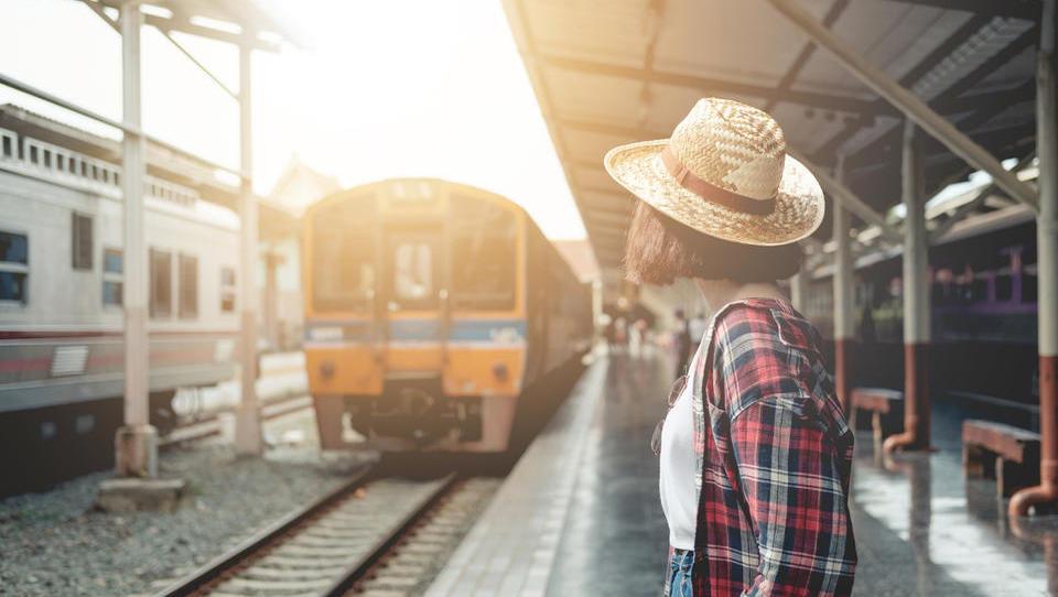 Imate doma 18-letnika? Samo še danes se lahko poteguje za brezplačno vozovnico Interrail.