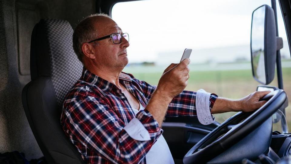 (reportaža) Kako ga na naših cestah »lomijo« vozniki tovornjakov