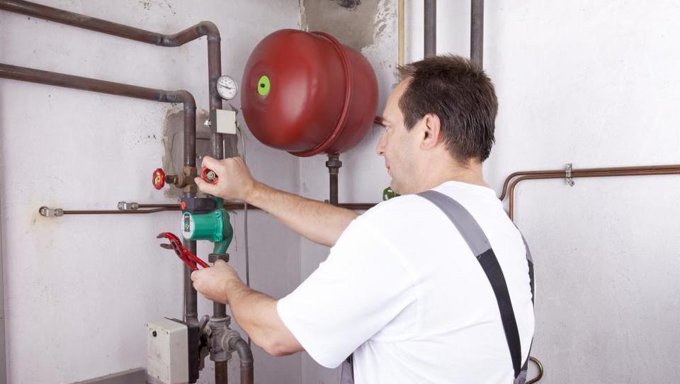 Pri toplotnih črpalkah vse več izpadov iz omrežja. Kaj se dogaja?