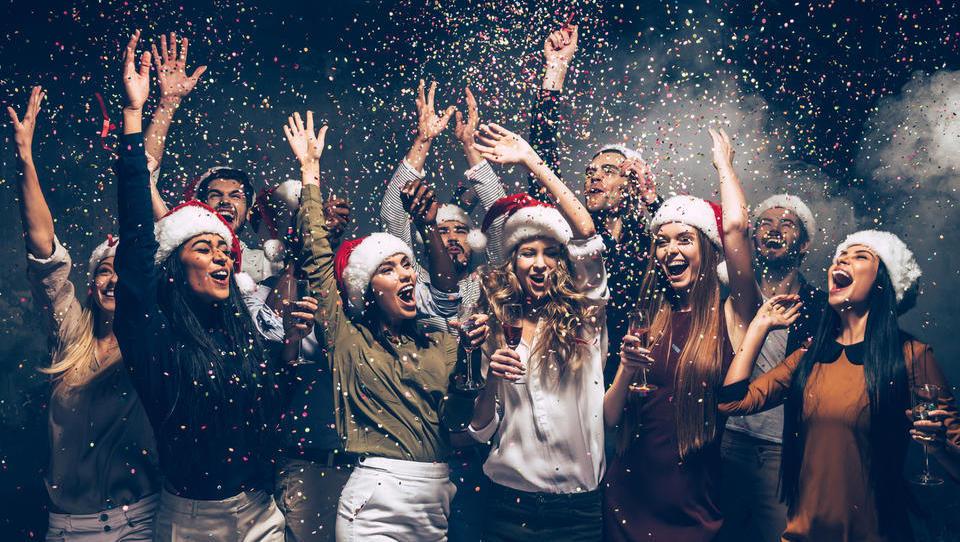 Kako se vesti na službeni novoletni zabavi