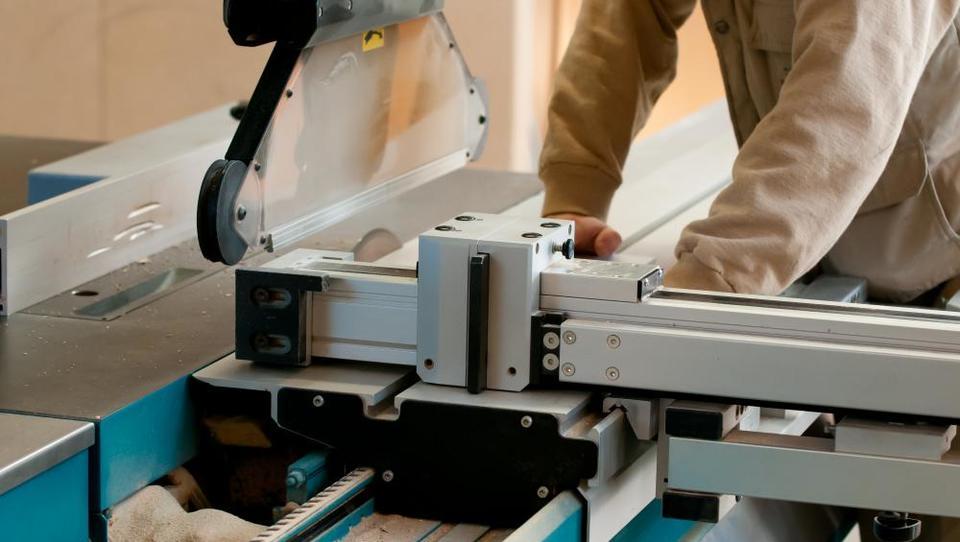 Mlada podjetja v lesarstvu lahko dobijo subvencijo, a časa za prijavo je malo