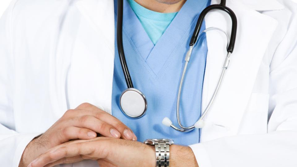 Rivaroksaban z aspirinom superioren zdravljenju zgolj z aspirinom