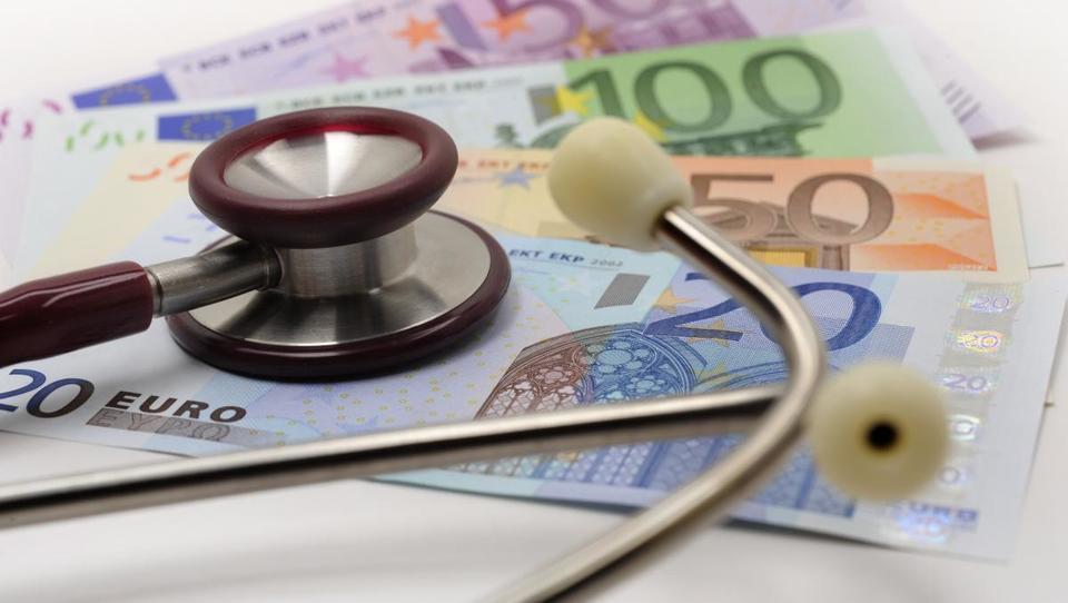 OECD: Spet hitrejša rast izdatkov za zdravstvo, tudi v Sloveniji