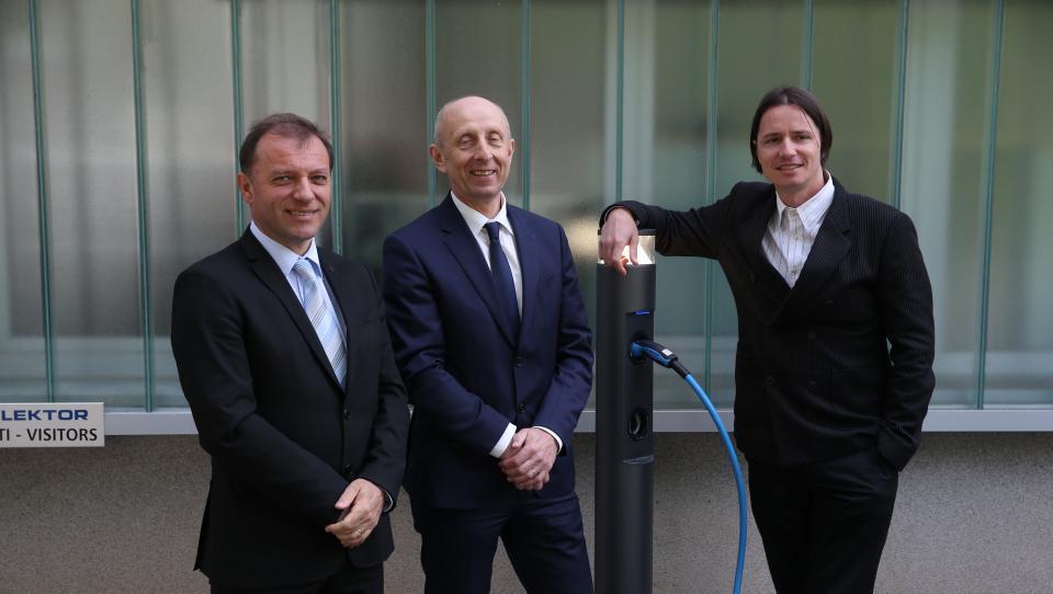 Kolektor v sodelovanju s start upom naskakuje svetovni trg električnih polnilnic avtov